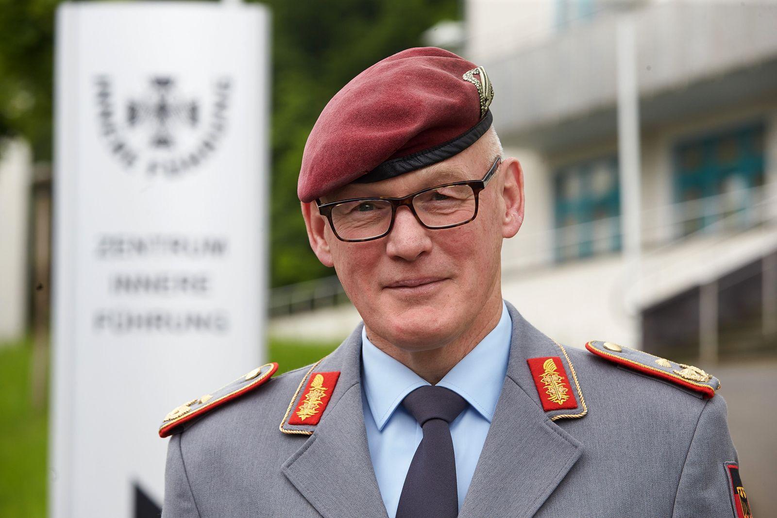 Kommandeur des Zentrum Innere Führung Reinhardt Zudrop