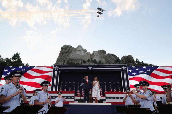 Trump vor berühmter Kulisse: Am Mount Rushmore sind die vier bedeutenden US-Präsidenten George Washington, Thomas Jefferson, Theodore Roosevelt und Abraham Lincoln gehauen