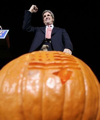 John Kerry: Wahlkampf zu Halloween
