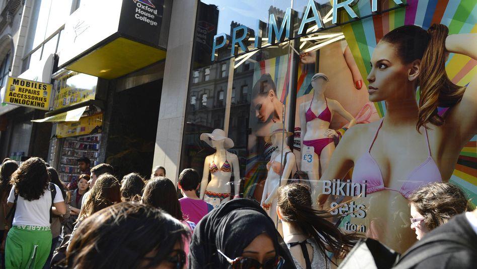 Primark-Filiale in London: Arbeiter nähen Hilferufe in die Kleidung ein