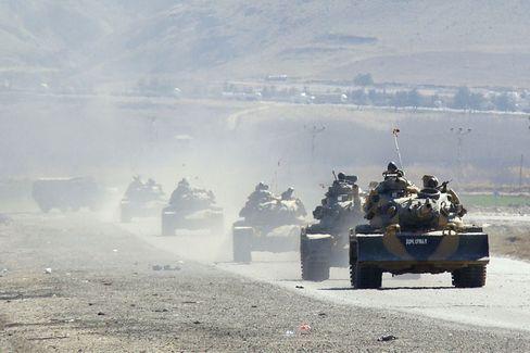 Türkische Panzer an der Grenze zum Nordirak: Die PKK leistet Widerstand