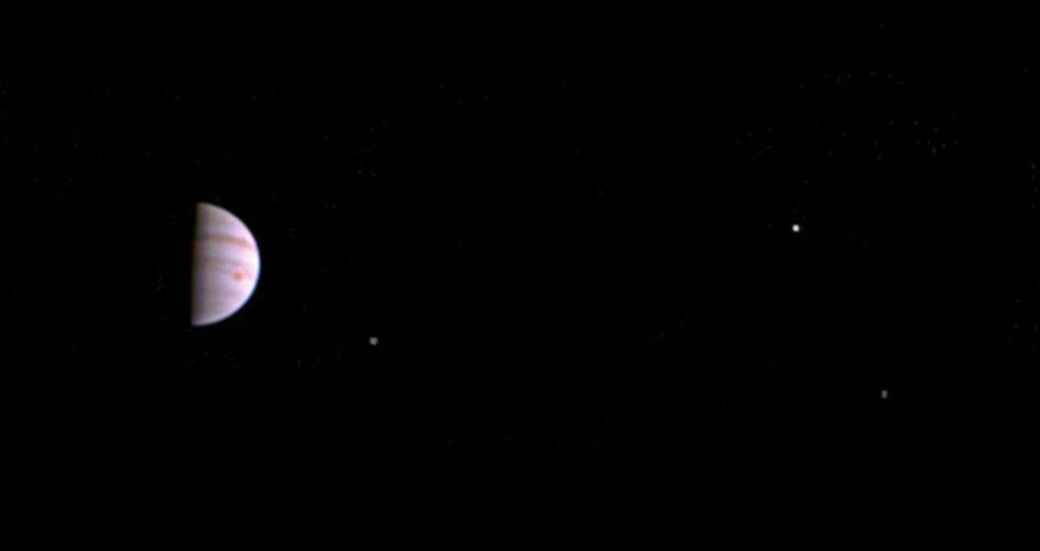 """Das erste Bild: Weltraumsonde """"Juno"""" hat Jupiter fotografiert"""