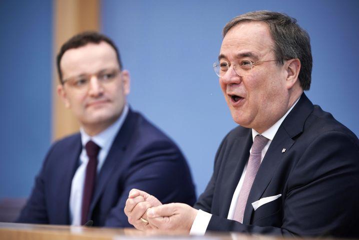 Im Team gegen Merz: Jens Spahn (l.), Bundesgesundheitsminister, bei einer Pressekonferenz in Berlin mit NRW-Regierungschef Armin Laschet