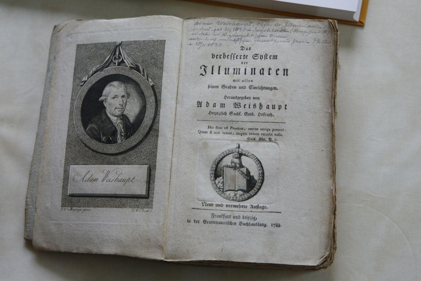 Das verbesserte System der Illuminaten, aufgeschlagenes Buch