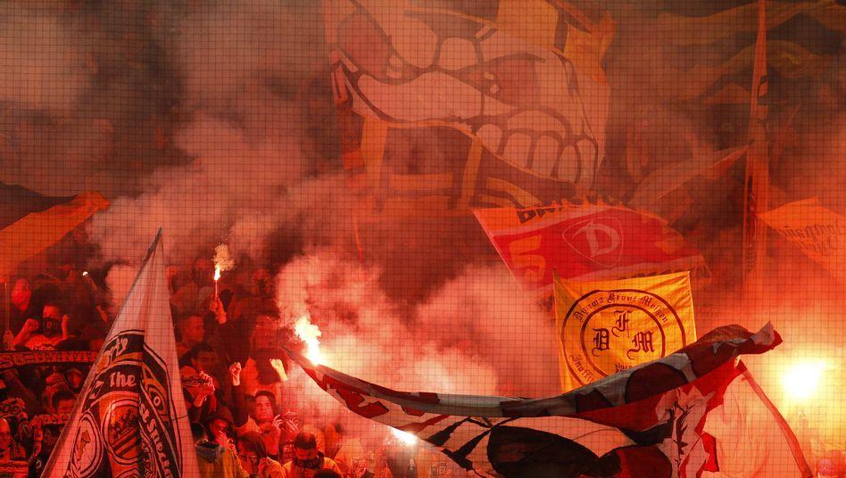 Pyrotechnik im Stadion: Auch in Zukunft verboten
