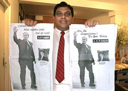 PR-Volltreffer: Geschäftsmann Liyanage mit Gratuliations-Anzeige