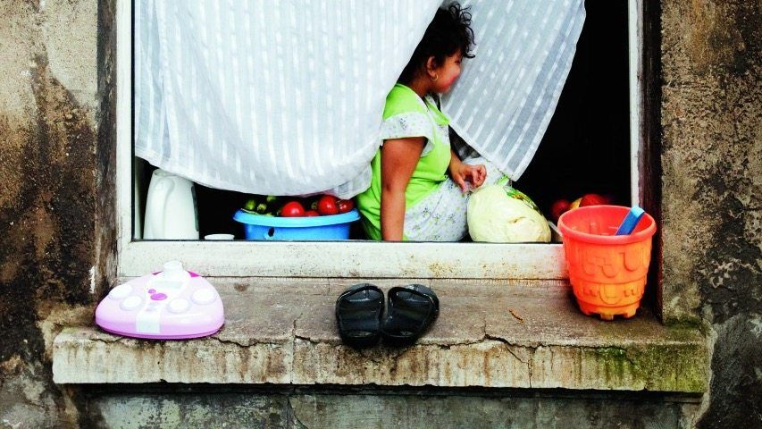 Bewohner von Mietshaus in Marxloh kurz vor der Räumung: Löcher im Dach, undichte Wohnungstüren