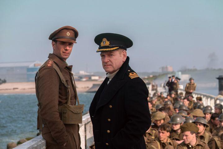 """Kenneth Branagh (r.) in """"Dunkirk"""" von Christopher Nolan"""
