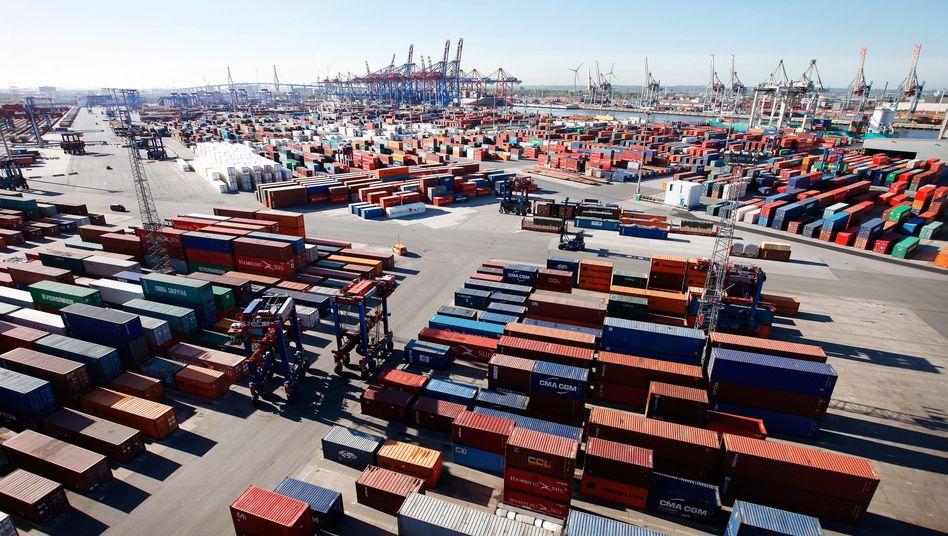 Container im Hamburger Hafen: Leichtes Wirtschaftswachstum