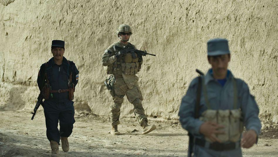 US-Soldaten mit afghanischen Sicherheitskräften (Archivbild): Attacken nehmen zu