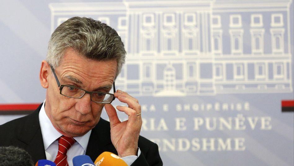 Innenminister de Maizière: Die bisherige Entscheidungspraxis bleibt gültig
