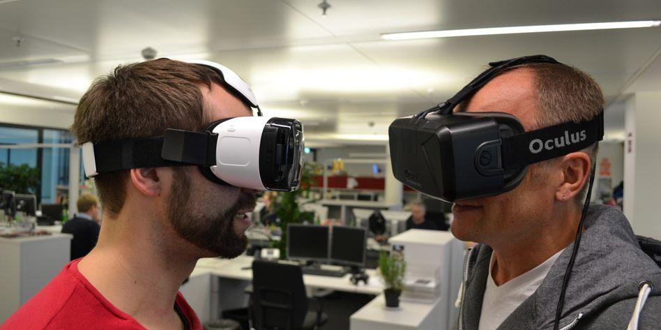 Sehen komisch aus und machen Spaß: VR-Brillen von Samsung (l.) und Oculus