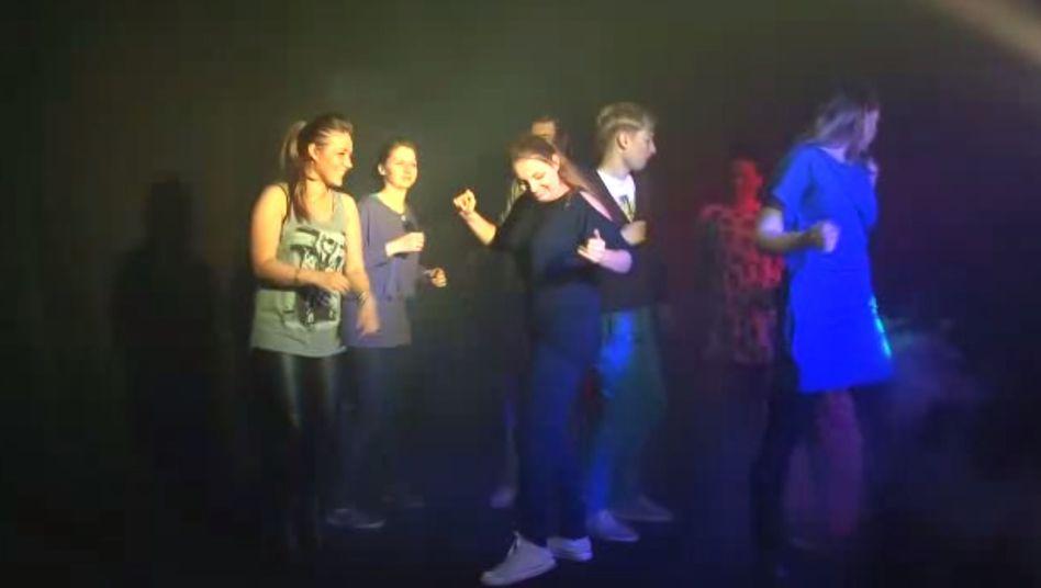 """Screenshot aus dem Videoclip: """"Wer ist der größte Arsch?"""""""