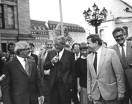 Besuch in der DDR: SPD-Chef Willy Brandt zu Gast bei Erich Honecker