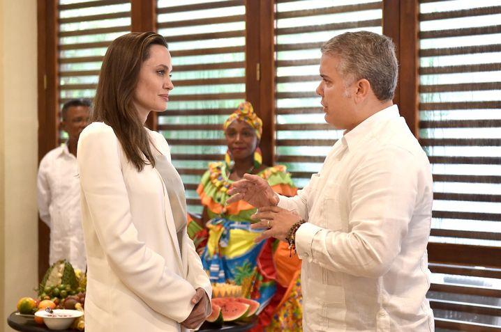 Schauspielerin Angelina Jolie und der kolumbianische Präsident Ivan Duque im Gespräch