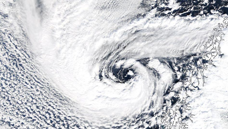 Polartief: Bedrohung für die Schifffahrt