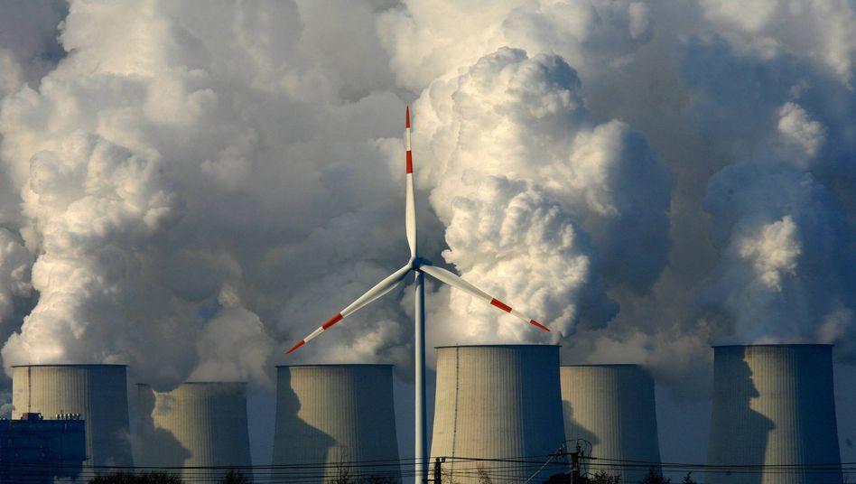 """Windkraftanlage und Braunkohlekraftwerk: """"Eine gute Krise soll nicht ungenutzt bleiben"""""""