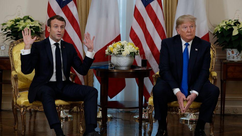Emmanuel Macron (l.) mit Donald Trump: Nur ein kleiner Streit?
