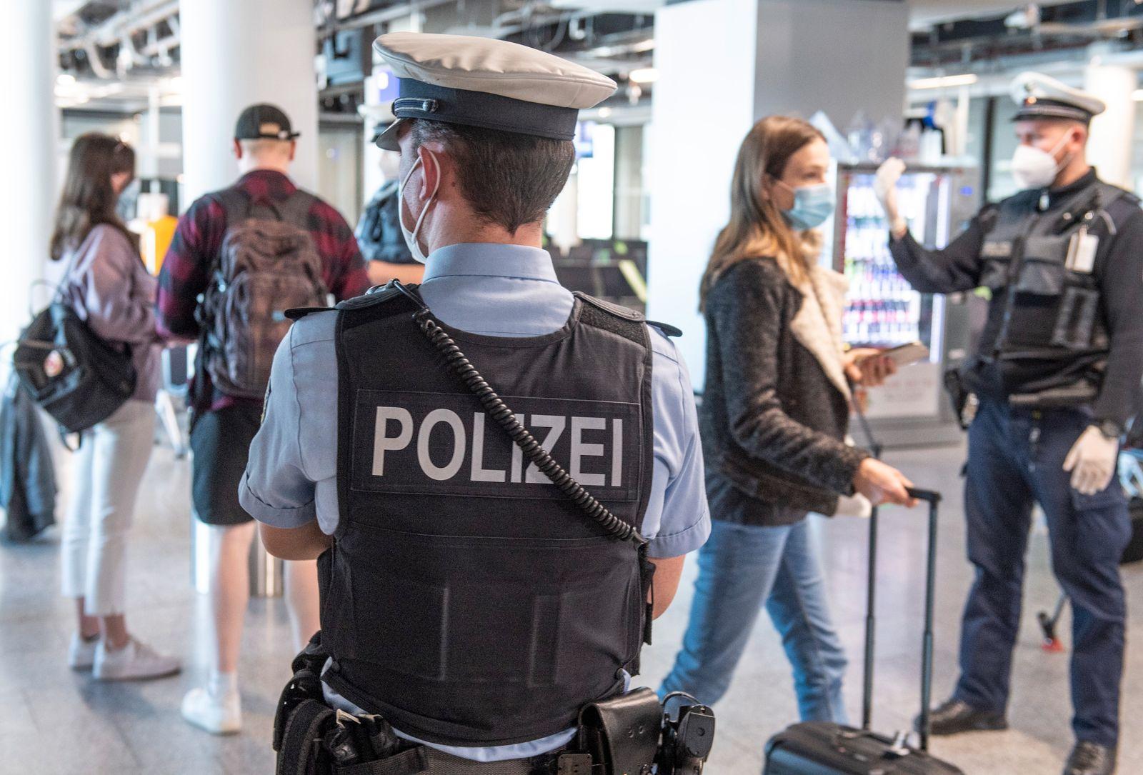 Mallorca-Rückreisende werden kontrolliert
