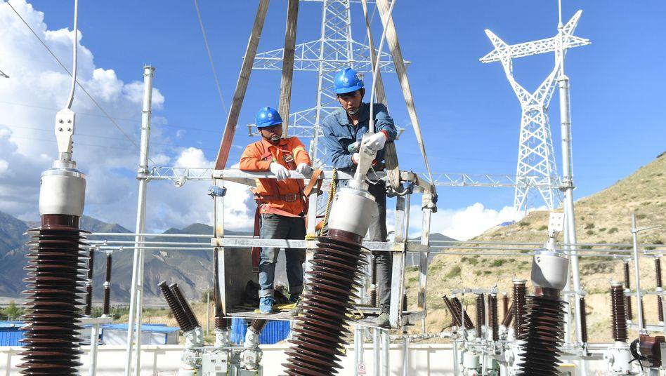 Umspannwerk in Zhanang im Autonomen Gebiet Tibet der Volksrepublik China
