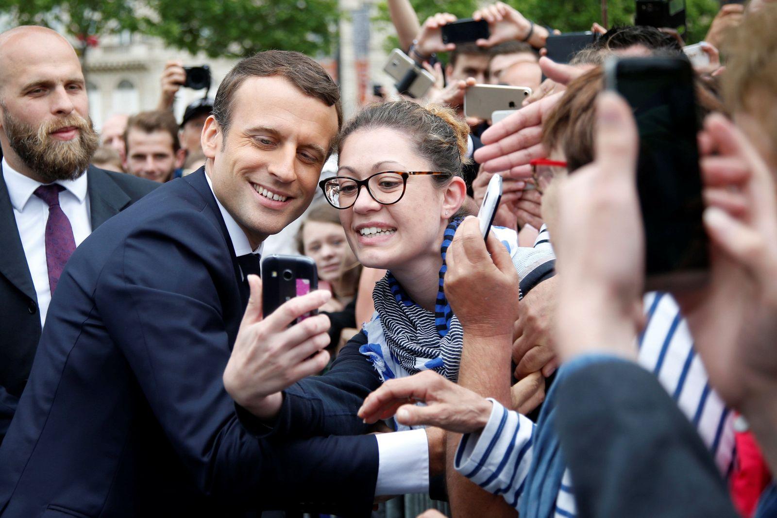 Emmanuel Macron Selfie