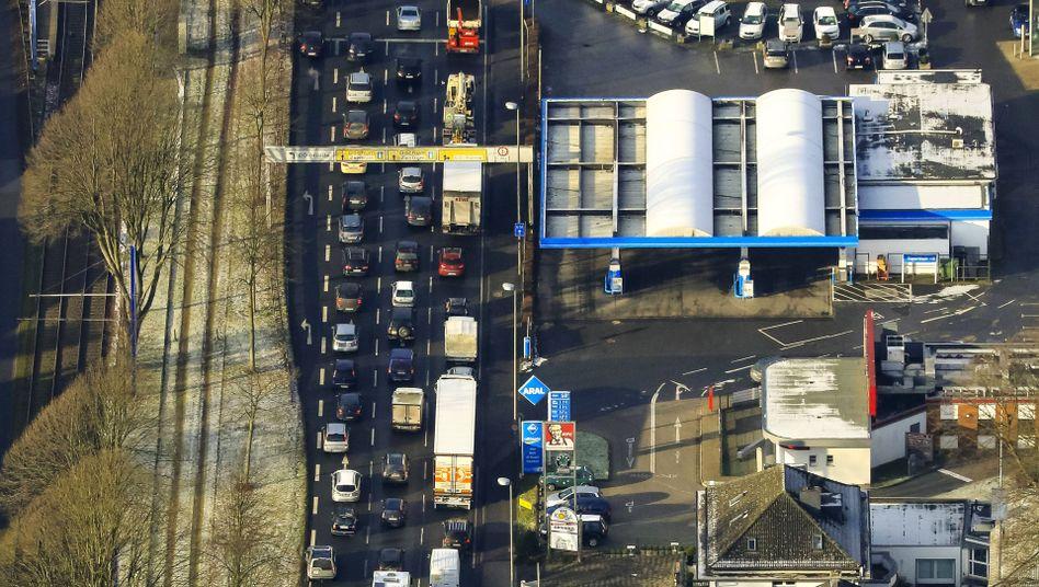 Dortmund kommt, wie hier auf dem Rheinlanddamm, vorerst um Dieselfahrverbote herum. Dafür müssen Autofahrer aber andere Einschränkungen in Kauf nehmen