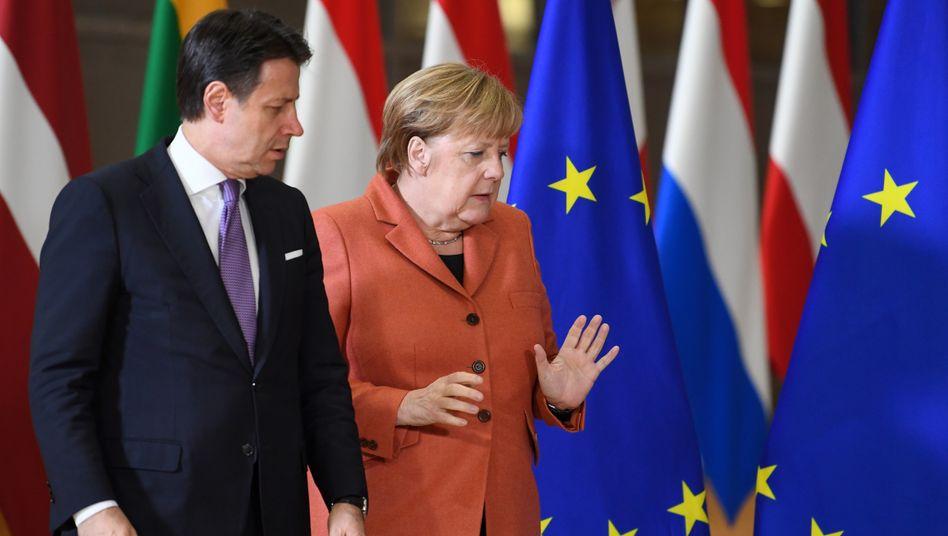 Italiens Regierungschef Giuseppe Conte und Kanzlerin Angela Merkel beim EU-Gipfel im Dezember 2019