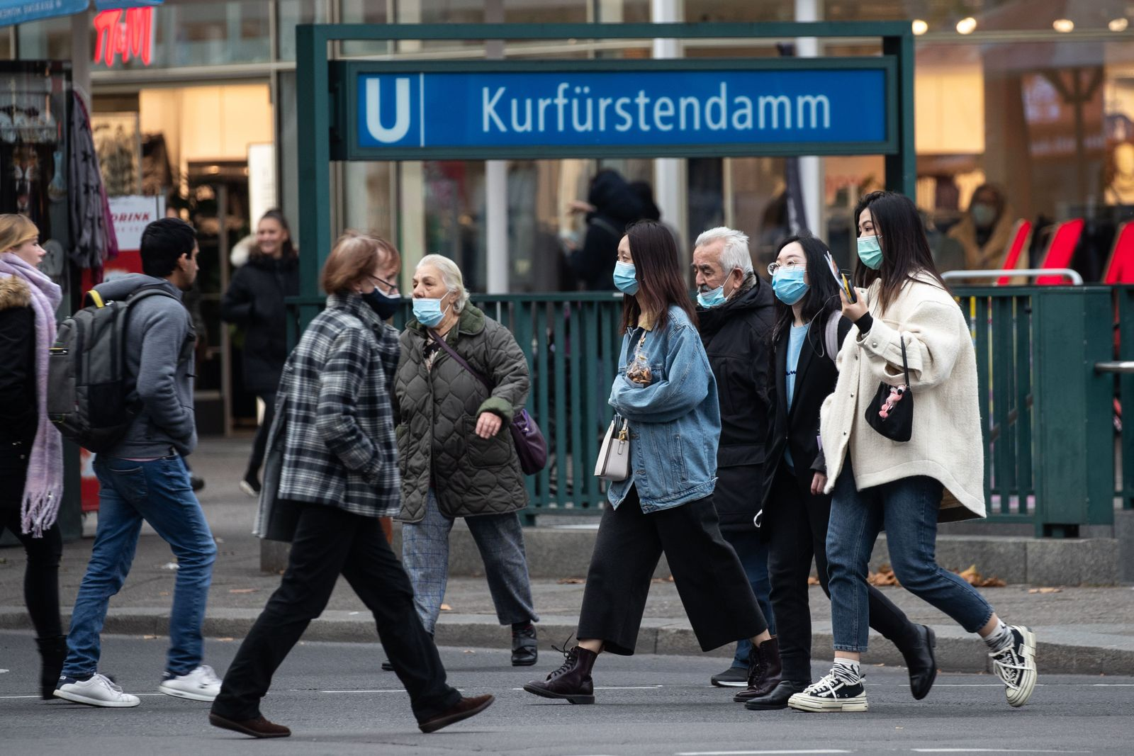 Urgent recommendation to wear a face mask in public area in Berlin, Germany - 20 Oct 2020