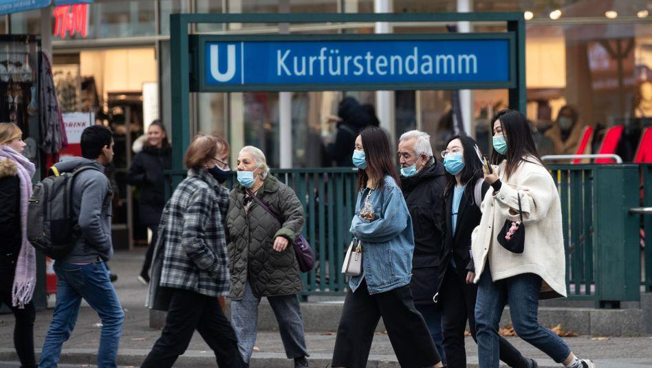 Coronakrise in Berlin: Behörden fordern angesichts steigender Zahlen mehr Eigenverantwortung