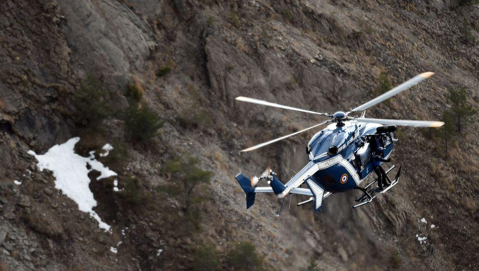 Helikopter nahe der Absturzstelle: 150 Menschen starben bei Germanwings-Absturz