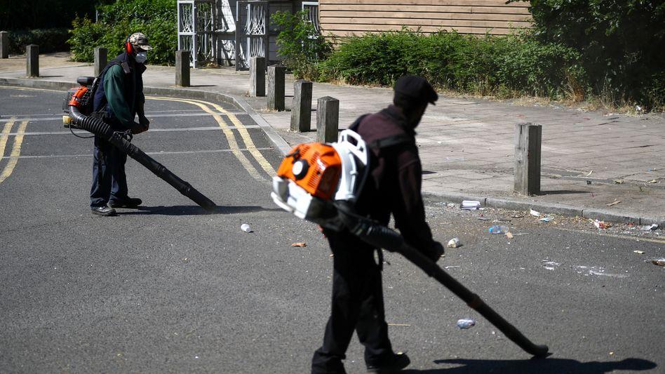 Aufräumarbeiten im Stadtteil Brixton in London