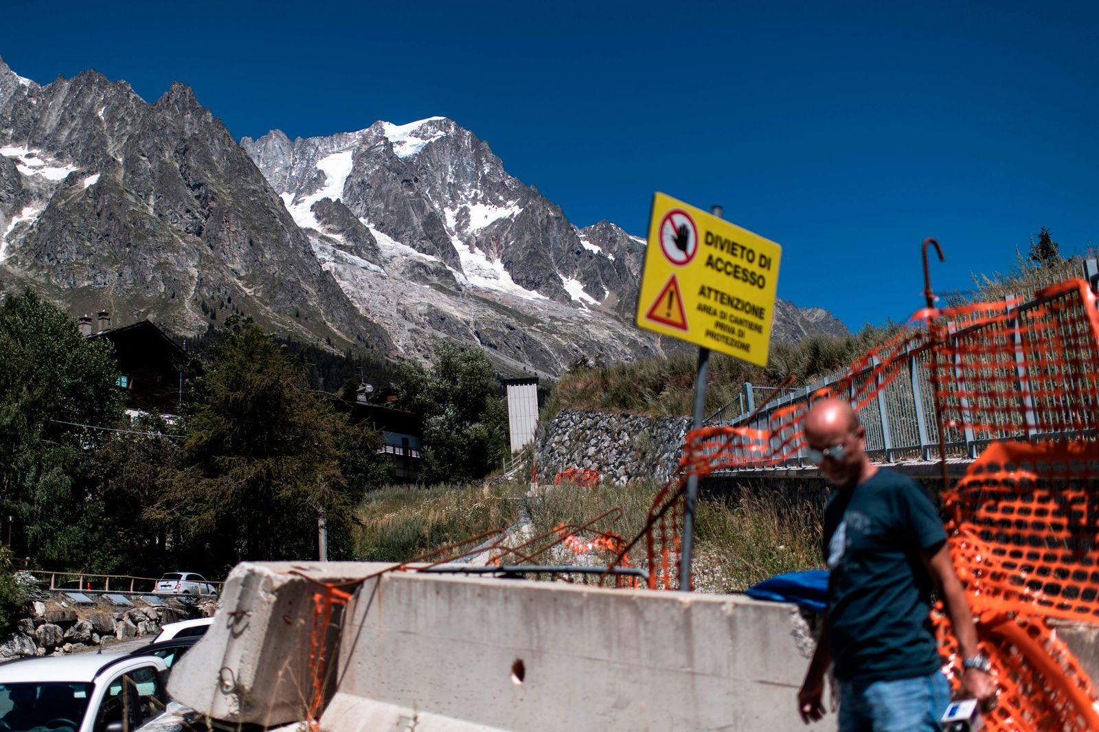 ITALY-GLACIER-ENVIRONMENT-EVACUATION