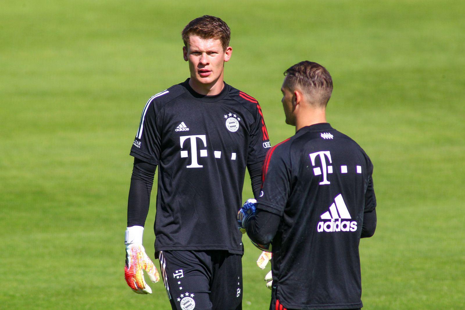 Muenchen, Deutschland 25. Juli 2020: 1. BL - 20/21 - FC Bayern Muenchen Training 25.07.2020 v.li. Torhueter Alexander Nü