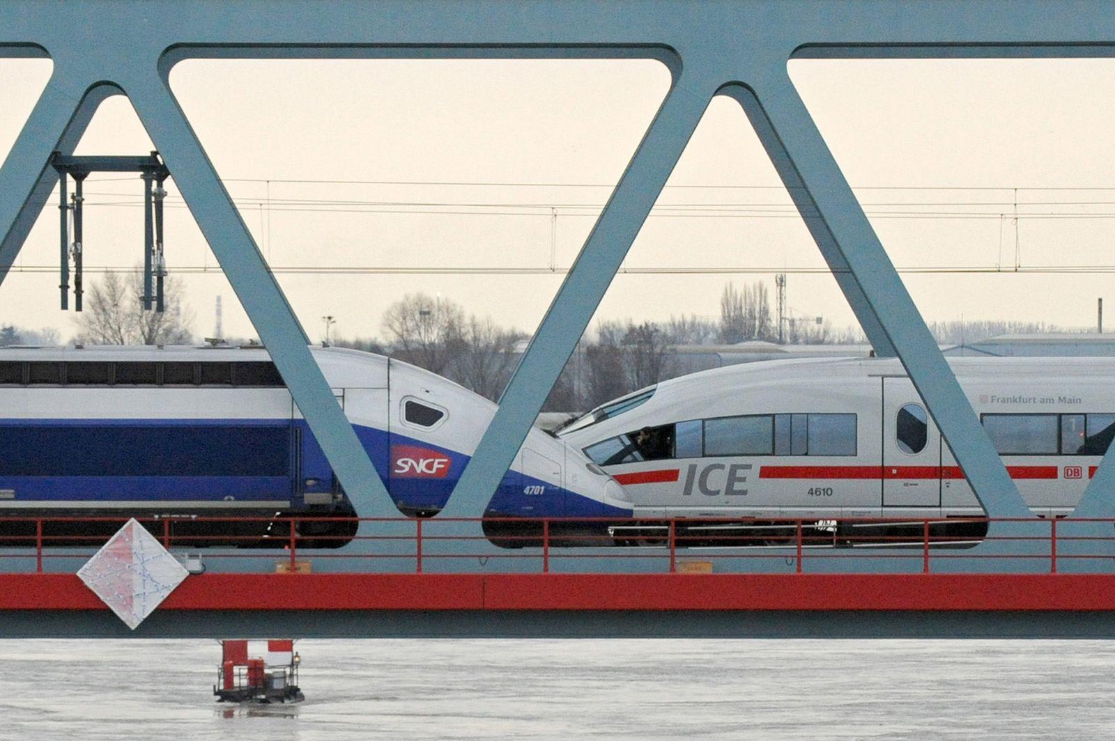 Bahn / Brücke / ICE / TGV
