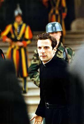 Mathieu Kassovitz als Jesuitenpater Ricardo: Gegen die Ignoranz der Kirche