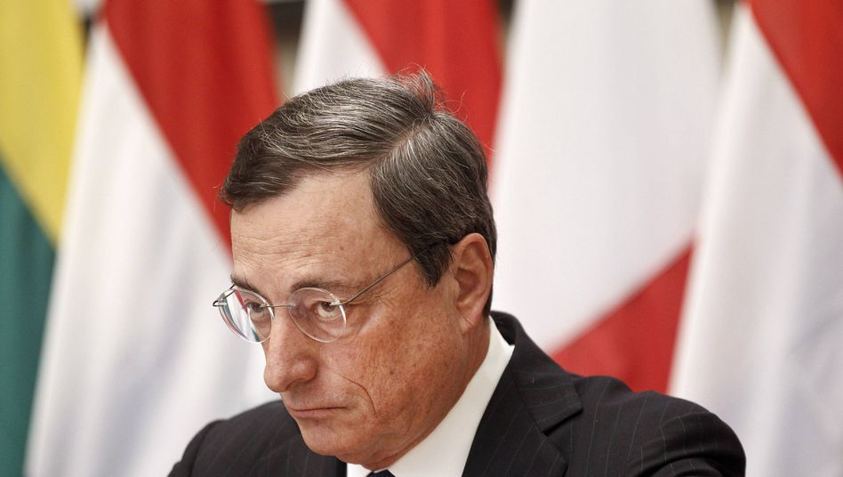 EZB-Chef Draghi in Athen: Keine Fragen zur Deflation, bitte!