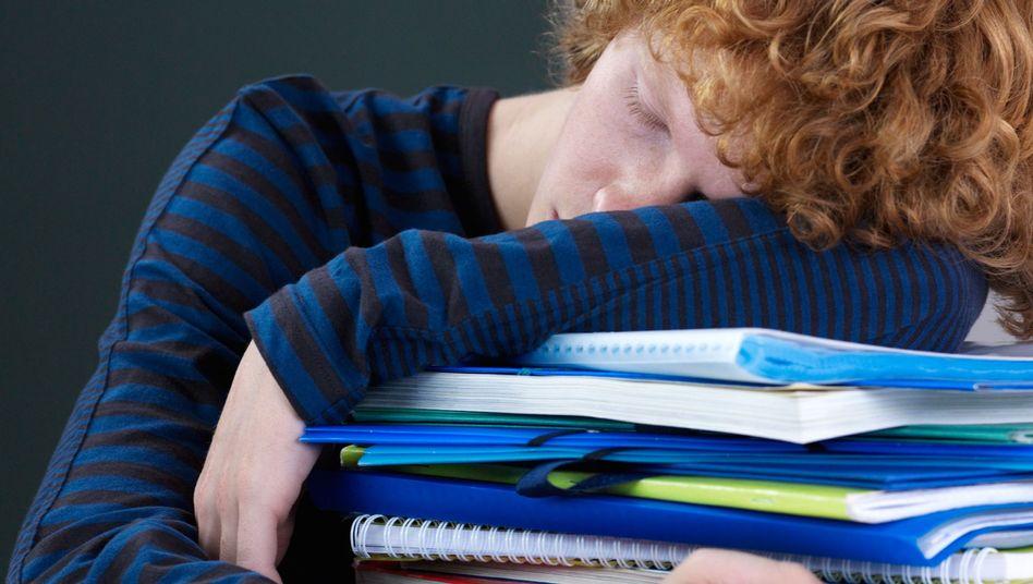 Wie hilft man übermüdeten Schülern?