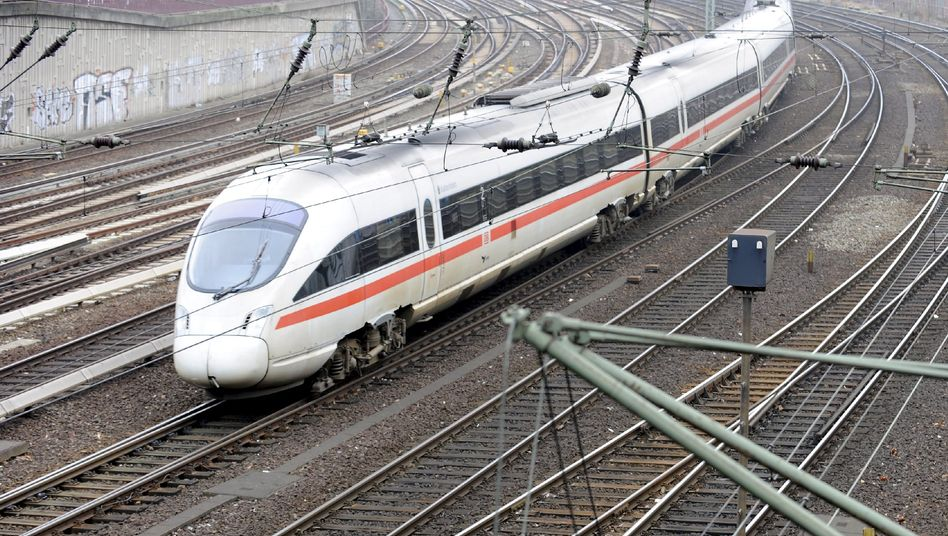 Could Deutsche Bahn power lines provide an alternative to constructing an all-new power grid?