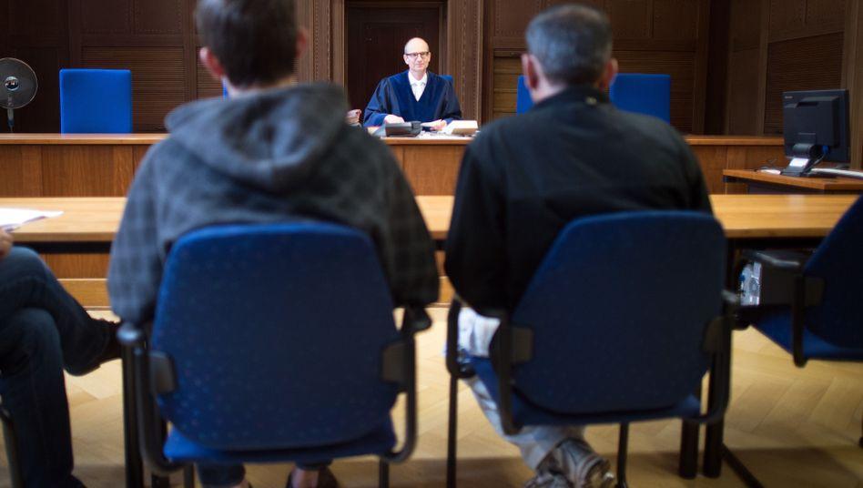 Asylbewerber im Verhandlungssaal