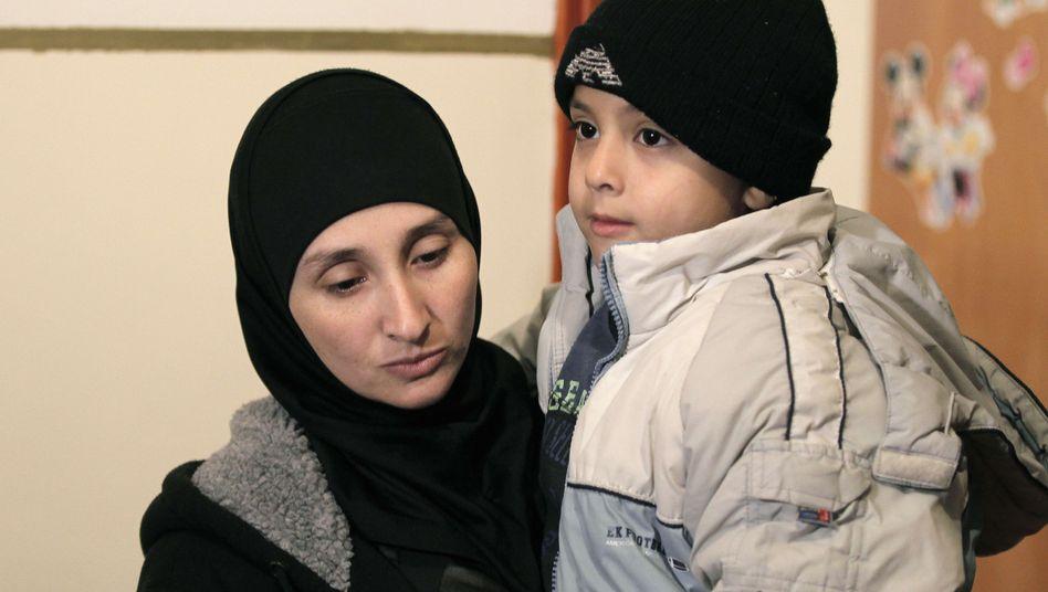 Attentäter-Witwe Nadia Abu Jamal mit Sohn: Abschiebung als Racheakt