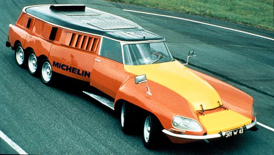 Das gelb-orange Ungetüm - mehr als sieben Meter lang und gut neun Tonnen schwer - basierte auf einem Citroën DS Kombi und wurde 1972 für den Reifenhersteller Michelin gebaut