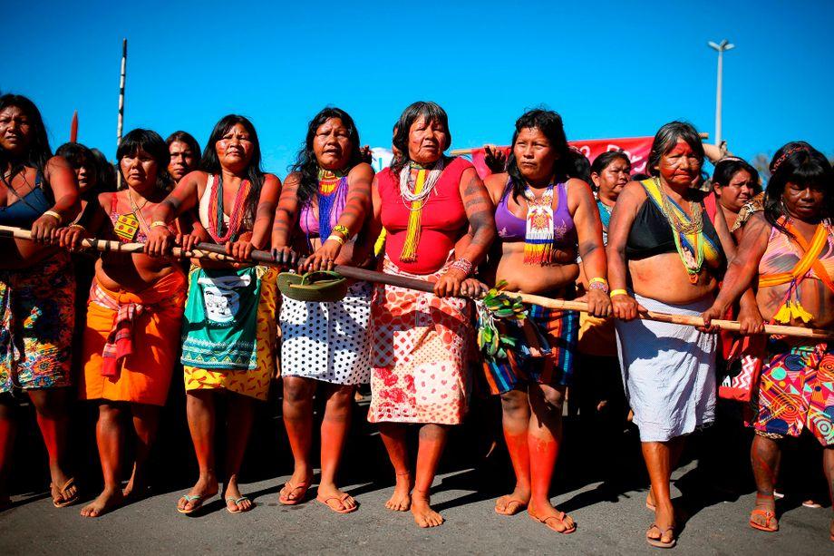 Indigene Frauen in Brasilien demonstrieren gegen den Abbau von Wäldern und die Politik von Präsident Jair Bolsonaro