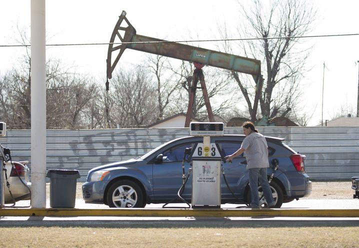 Tankstelle nahe einem Ölfeld in Oklahoma