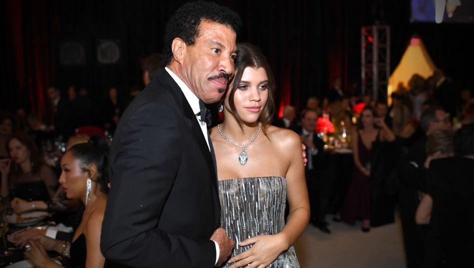 """Lionel Richie mit seiner Tochter Sofia Richie: """"Du kommst aus einer Familie, von der sie etwas mehr erwarten"""", soll der Sänger seiner Tochter für ihre Karriere mitgegeben haben"""