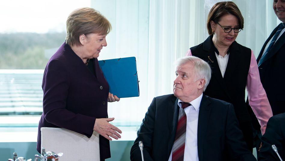 Vorsicht vor Etikette: Angela Merkel blitzte mit ihrem Handschlagangebot bei Horst Seehofer ab