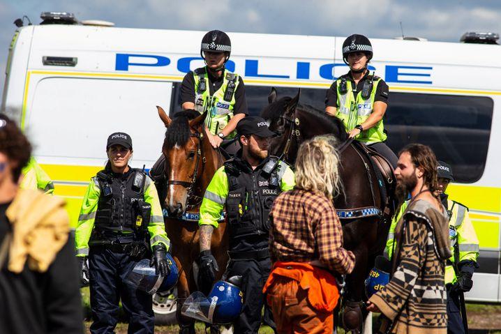Polizei löst einen illegalen Rave in Bath auf.
