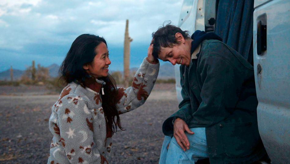 »Nomadland«-Regisseurin Chloé Zhao und Schauspielerin Frances McDormand