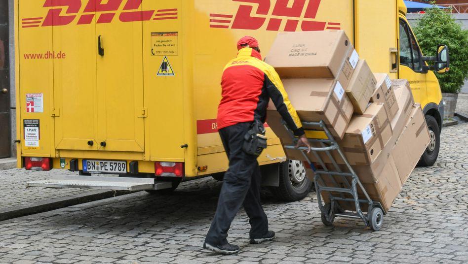 DHL-Paketbote: Preissteigerungen von im Schnitt drei Prozent