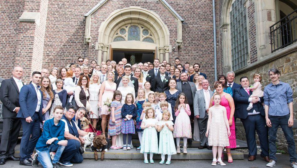 Hochzeitgesellschaft: noch nicht erkrankt