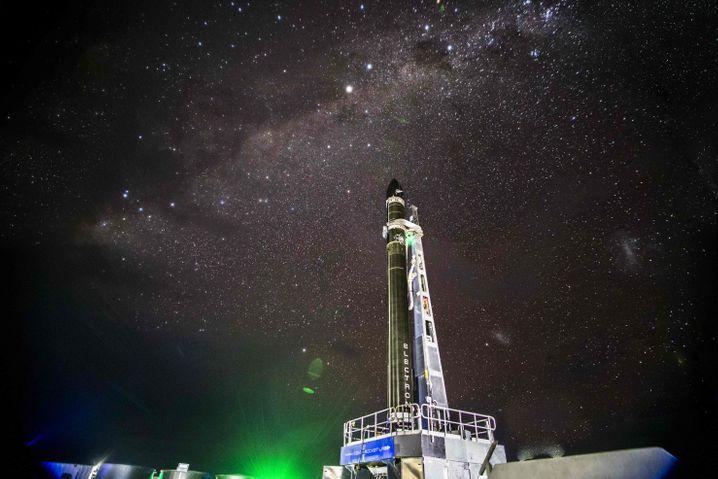 Rakete von Rocket Lab vor dem Start im neuseeländischen Mahia